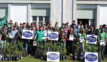 Escola Família Agrícola de Santa Cruz do Sul, recebe kits dos Quintais Orgânicos de Frutas para alunos contemplados deste ano.