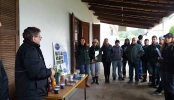 Alunos da UERGS visitam as instalações do Projeto Quintais
