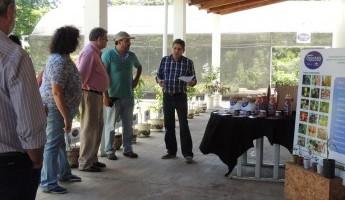 Projeto Quintais Orgânicos de Frutas recebe visita de técnicos do INIA.