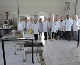 Projeto Quintais capacita estudantes dos cursos de Química de Alimentos e de Tecnologia de Alimentos da UFPel em processamento de doces